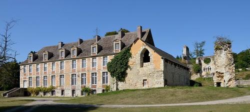 800px-2012--DSC_0311-Abbaye-de-Mortemer.jpg