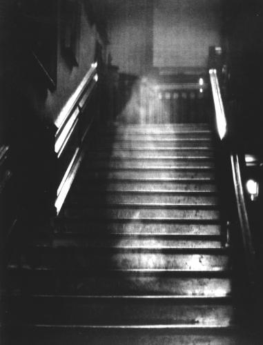 photo paranormale,mystère,orbe,monstre,fantôme,fée,larmes,statue,Vierge
